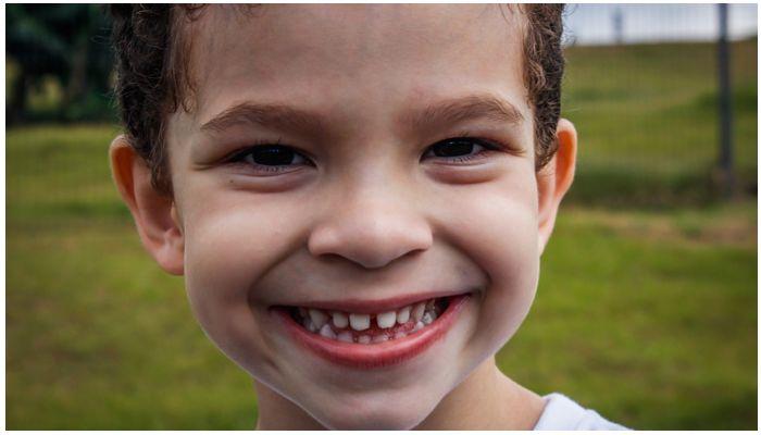 Щели между молочными зубами